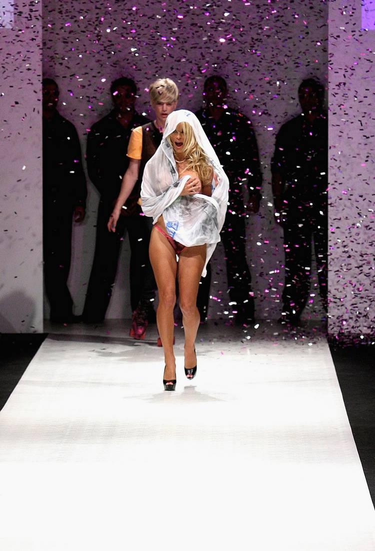 Pamela Anderson Sexy Pics