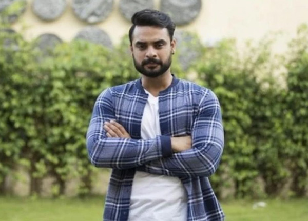 Kochi, News, Kerala, Cinema, Entertainment, Actor, Flood, Funds, Social Network, Actor Tovino Thomas comment Pisharadi's post