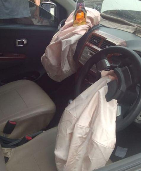 Air bag mengembang akibat kecelakaan
