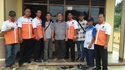 Petugas Pemutakhiran Data Pemilih Bersama PPS dan PPL Sukadana Ilir Sambangi Kediaman Kepala Desa