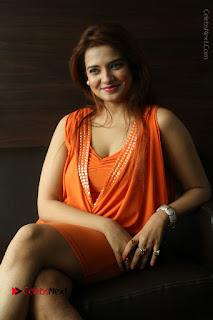 Actress Saloni Aswani Pos in Short Dress at Meelo Evaru Koteeswarudu Movie Interview  0211.JPG