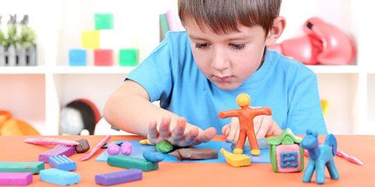 5 Manfaat Mainan Lilin untuk Si Kecil
