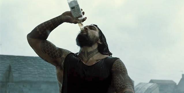 Zack Snyder's Justice League recensione Jason Momoa Acquaman Whisky