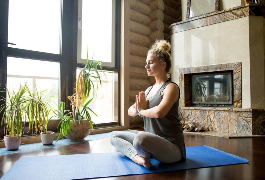 5 bai tap yoga giam can tai nha