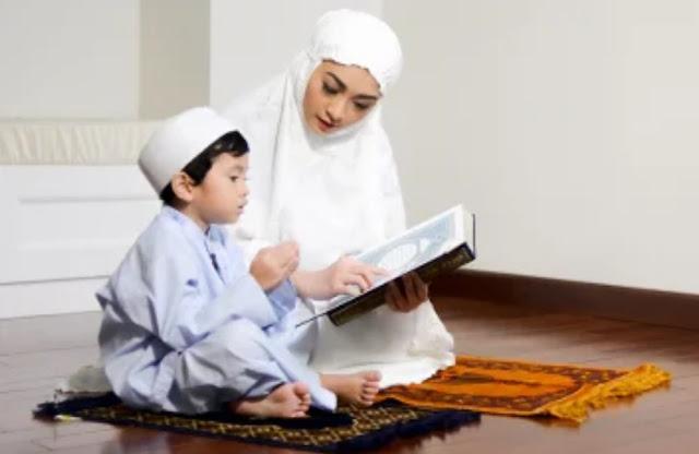 Orang tua mengajari anak berdo'a