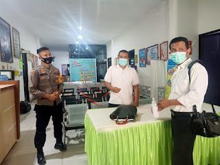 Kunjungi Puskesmas Kota Enrekang, Bhabinkamtibmas Polsek Enrekang Briptu Ahmad Nur Kontrol Perkembangan Penerapan PPKM