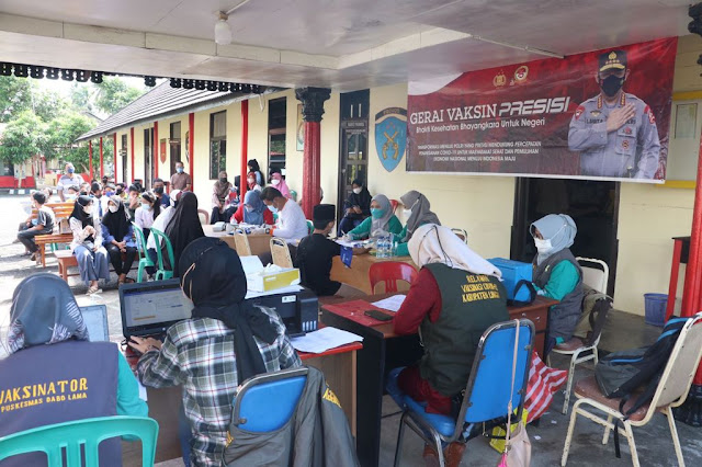 Kapolres Lingga Tinjau Gerai Vaksin Presisi di Polsek Dabo Singkep