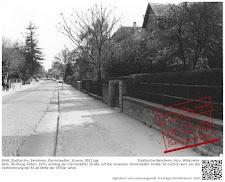 Erweiterung der B3 in Bensheim - Die alte Darmstädter Straße Anfang der 1970er Jahre - noch stehen die alten Mauern und die alte Pflasterung ist erkennbar