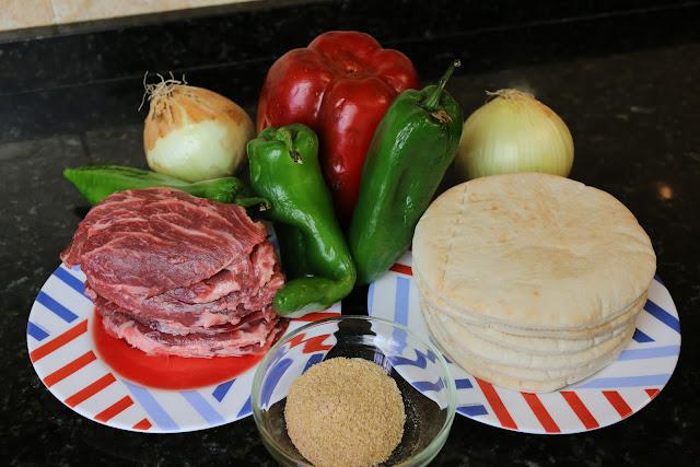 Ingredientes para pitas rellenas de carne y verduras