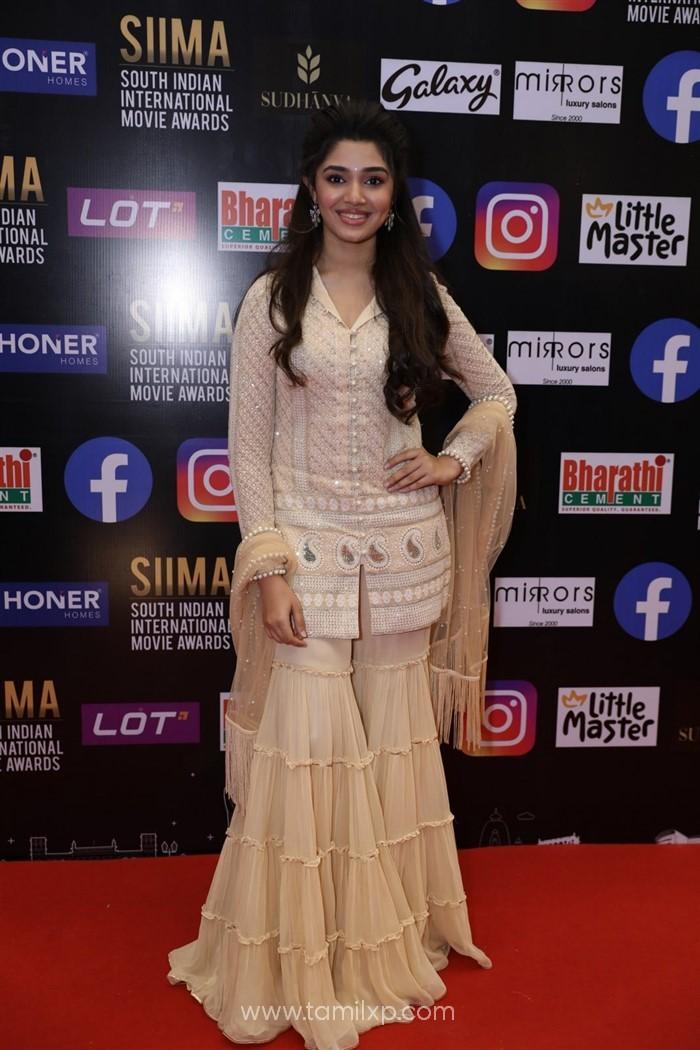 Telugu Actress Krithi Shetty Pics