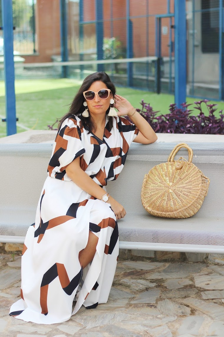 http://es.shein.com/White-Short-Sleeve-Geometric-Print-Split-Maxi-Dress-p-231526-cat-1727.html?utm_source=simply2wear.com&utm_medium=blogger&url_from=simply2wear
