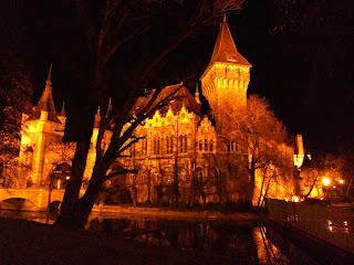 Castillo de Vajdahunyad noche