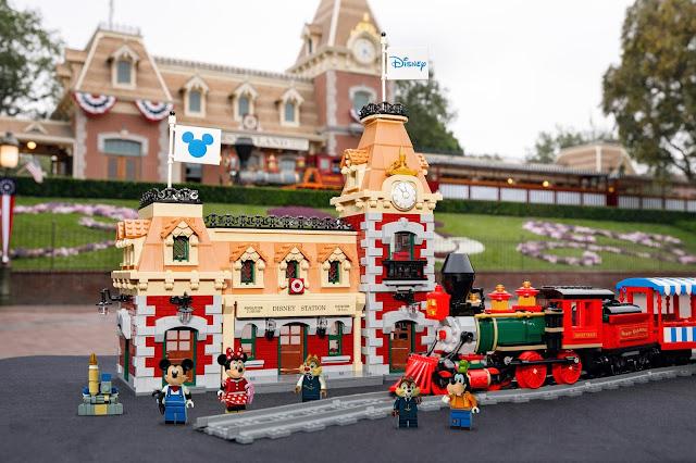 Main Street USA Train Station Disneyland LEGO Set