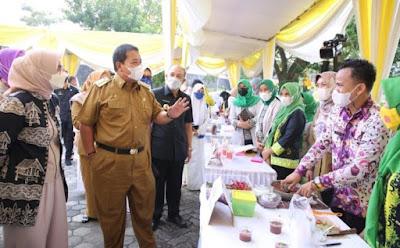 Riana Arinal Buka Bazar Takjil Ramadhan di Kantor Dekranasda