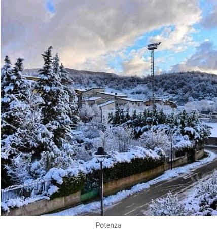 Ντύθηκαν στα λευκά η Σικελία και η Μπασιλικάτα - Πυκνές χιονοπτώσεις στην Ελλάδα μέχρι την Πέμπτη