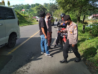Selesai Apel Pagi Personil Polsek Cendana Polres Enrekang Melaksanakan Operasi Yustisi