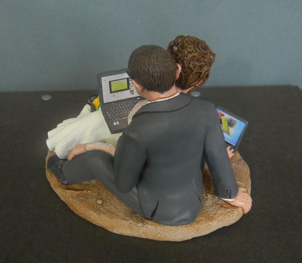 statuette torta nuziale personalizzate cake topper computer laptop orme magiche