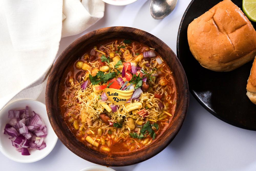 Misal Pav Recipe in Hindi