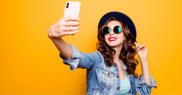 5 Simple Selfie Tricks to Make Yourself Look Great in Photos