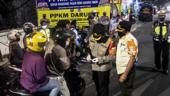 Polri Akan Pidana Warga yang Langgar PPKM Darurat, Dandhy: UU Hanya Dipakai untuk Mengancam