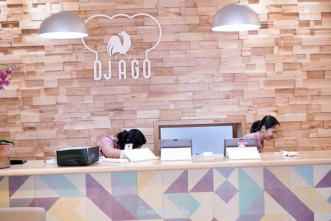 Pramusaji sekaligus kasir di Djago Resto Jepara