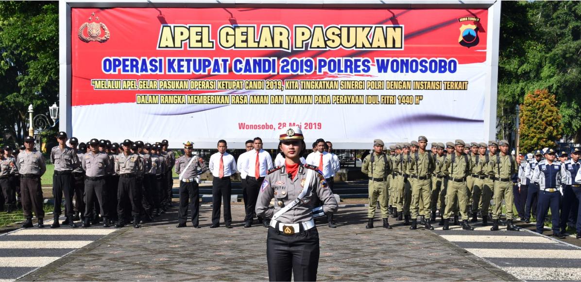 AKP Putri Nurcholifah Komandani Himbau Masyarakat Gunakan Jembatan Penyeberangan Di Jalan A. Yani