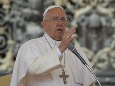 Pope Criticizes Feminist Theory That Recognizes Gay