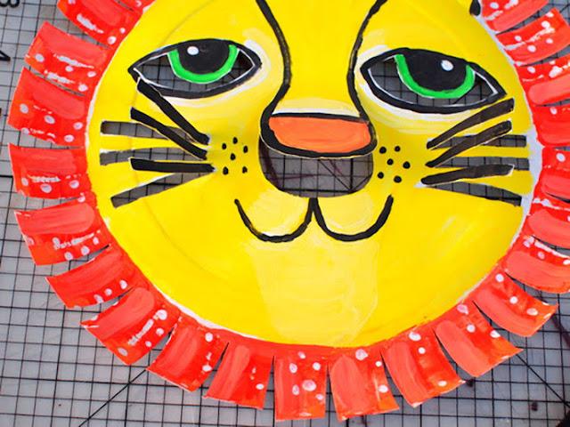 Langkah menggunting Topeng Singa dari Piring Kertas