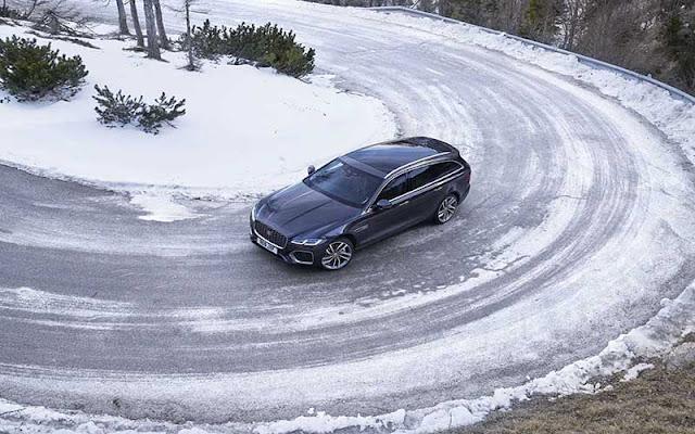 Không chỉ đẹp mắt, Jaguar XF được trang bị rất nhiều tính năng đảm bảo an toàn