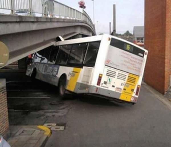 Заниженный автобус De Lijn. Кавказцы оценят
