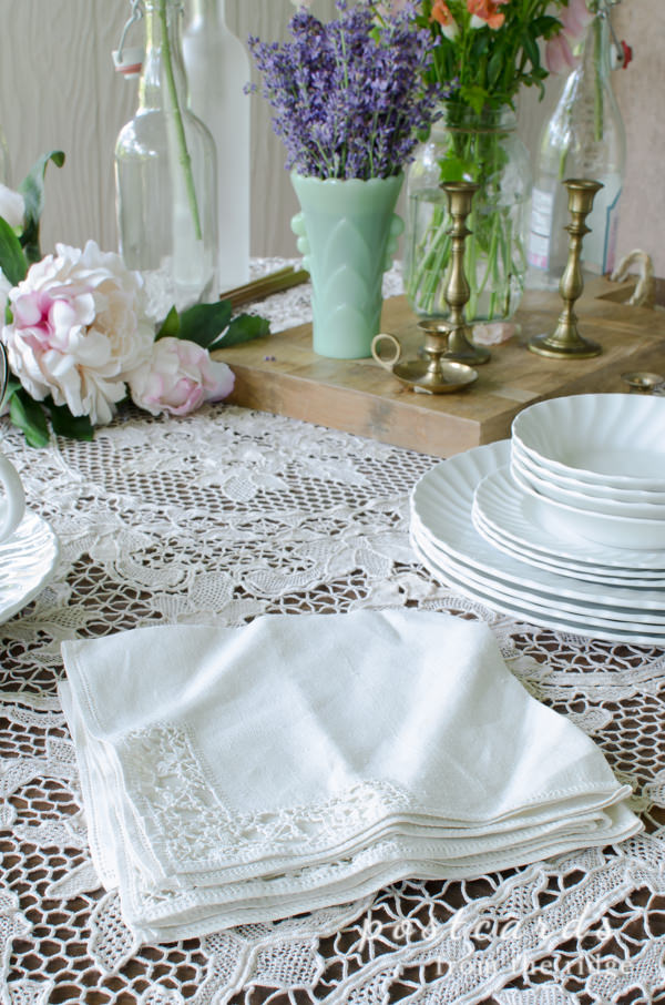 vintage linen napkins and lace tablecloth