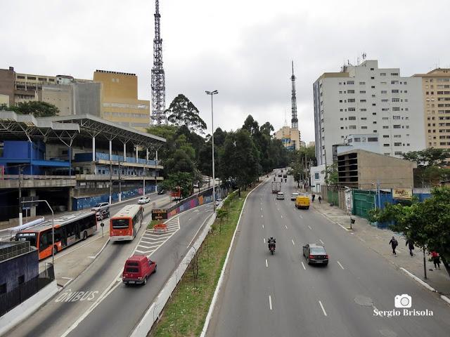 Vista ampla de trecho da Avenida Rebouças em Cerqueira César - São Paulo