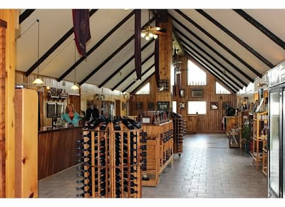 Lakewood Vineyards Wine Tasting room