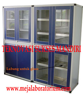 lemari penyimpanan gelas laboratorium