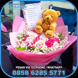 toko-bunga-tangan-bekasi-karangan-bunga-tangan-hand-bouquet-buket-wisuda-pengantin-pernikahan-mawar-matahari-di-bekasi-011