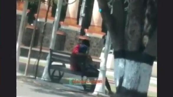 """Astaghfirullah """"Sejoli Tepergok Asyik Berbuat Mesum di Alun-Alun Sragen, Videonya Viral"""""""