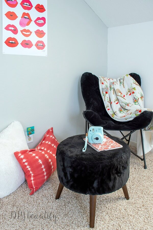 lounging corner in teen girls pedroom
