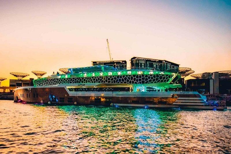 5-Star Mega Yacht Dinner Cruise in Dubai