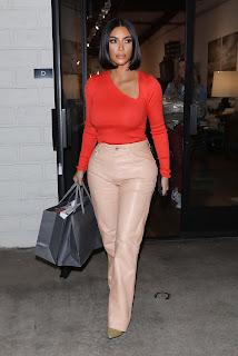 Kim-Kardashian-Braless-Shopping-at-%E2%80%9CA-Beautiful-Mess%E2%80%9D-in-Agoura-Hills.-47h5n4nz07.jpg