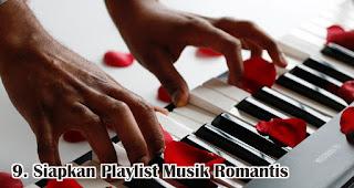 Siapkan Playlist Musik Romantis merupakan salah satu tips membuat dekorasi valentine romantis dengan mudah
