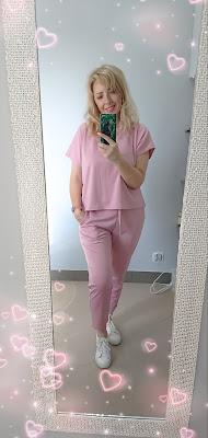 FEMMELUXEFINERY - różowy komplet i 3 koszulki.