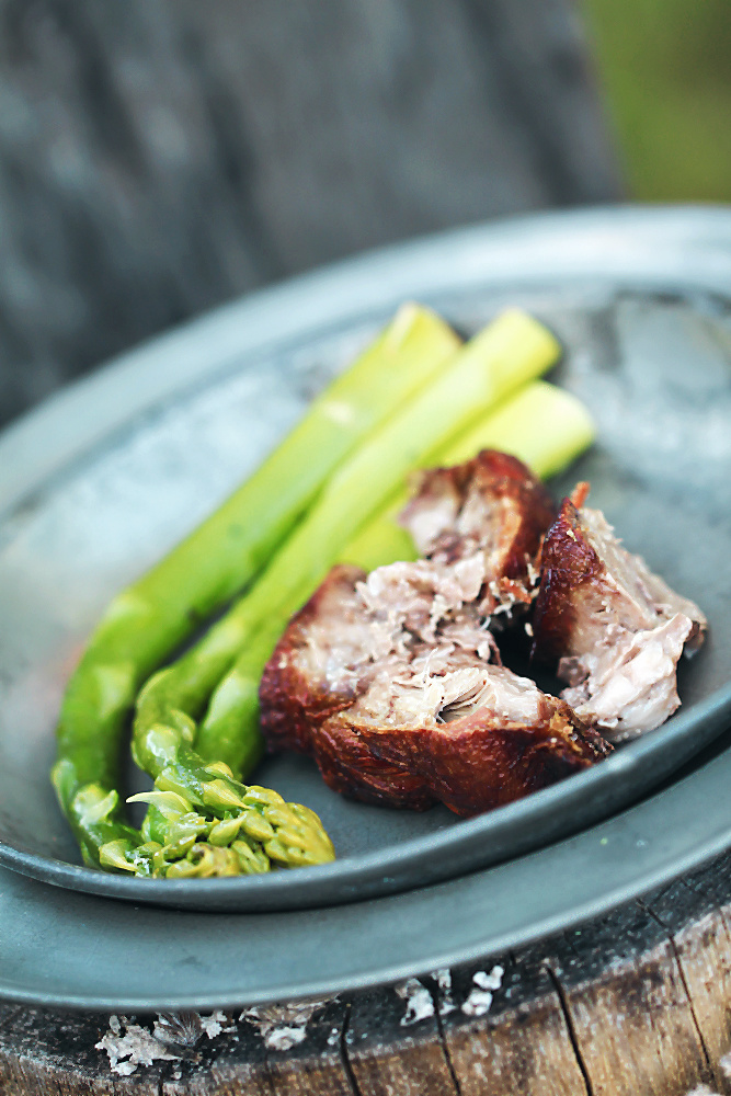 Walisische Lammkeule aus dem Dutch Oven mit grünem Spargel [welsch lamb]  | Arthurs Tochter kocht von Astrid Paul, der Blog für food, wine, travel & love