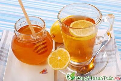 Chữa viêm họng đơn giản với nước chanh và mật ong