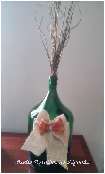 Decoração Natalinha com  Garrafa de vidro - Por: Jussara Silva