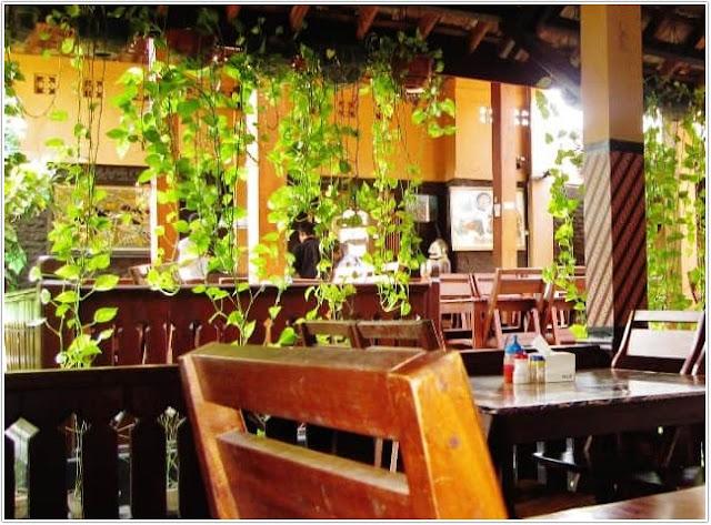 Rumah Makan Joglo Manis;Top 10 Kuliner Ponorogo;