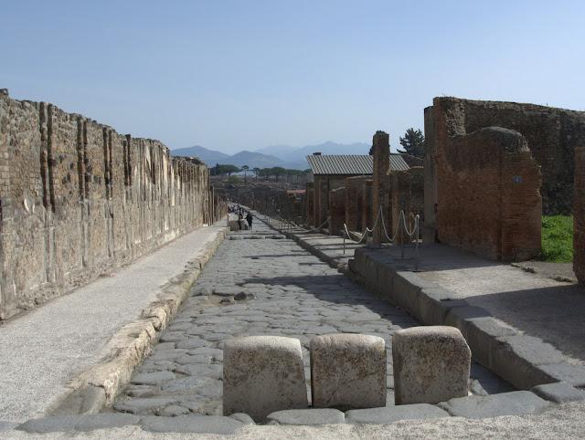 Pompeje – miejscowość i gmina we Włoszech,