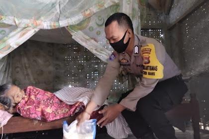 Polres Lombok Barat Kembali Salurkan 10 Ton Beras Kepada Warga Yang Terdampak Covid- 19