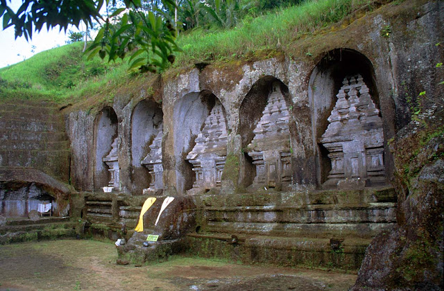 gunung kawi tempat pesugihan dan juga pemujaan bagi orang yang ingin kaya