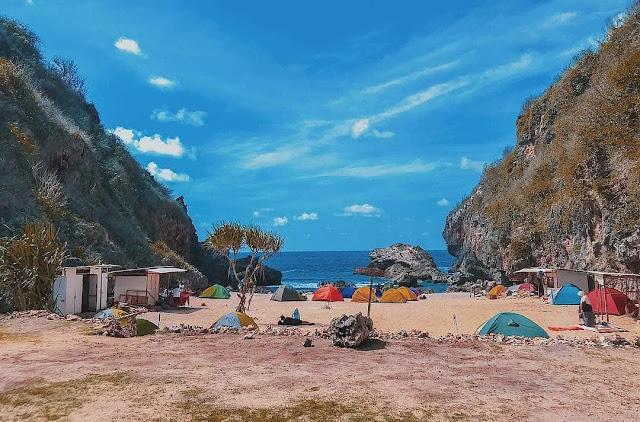 Pantai Wohkudu, Tempat Camping Terbaik di Gunung Kidul
