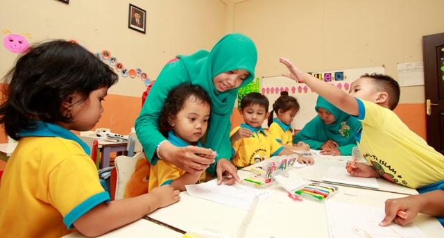 Memaksakan Anak Baca dan Tulis saat TK Ternyata Bisa Merusak Otak
